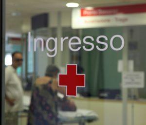 L'ingresso di un ospedale, dove si verificano 4 incedenti al giorno