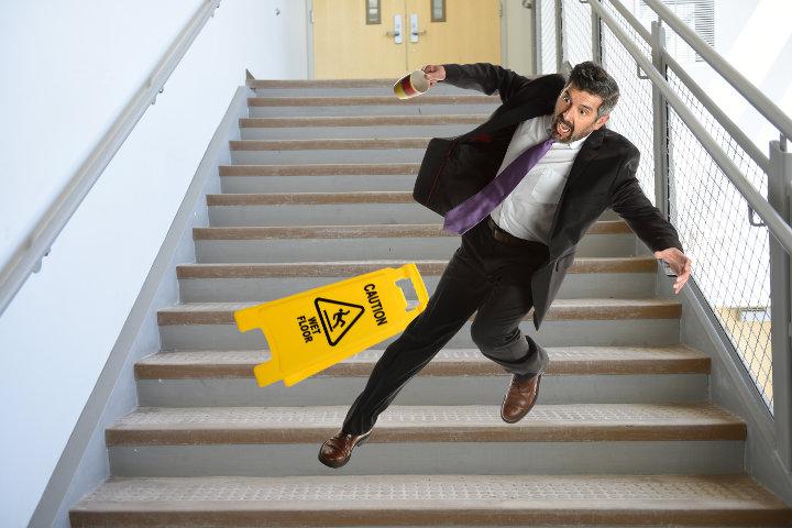 Gli incidenti domestici sono molto frequenti. Con la polizza del capofamiglia tuteli i tuoi risparmi in caso di incidenti subiti in casa dai tuoi ospiti.